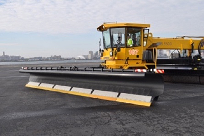 Image of the Vammas P8400 snow plow